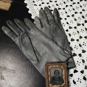 Vintage gray leather gloves!